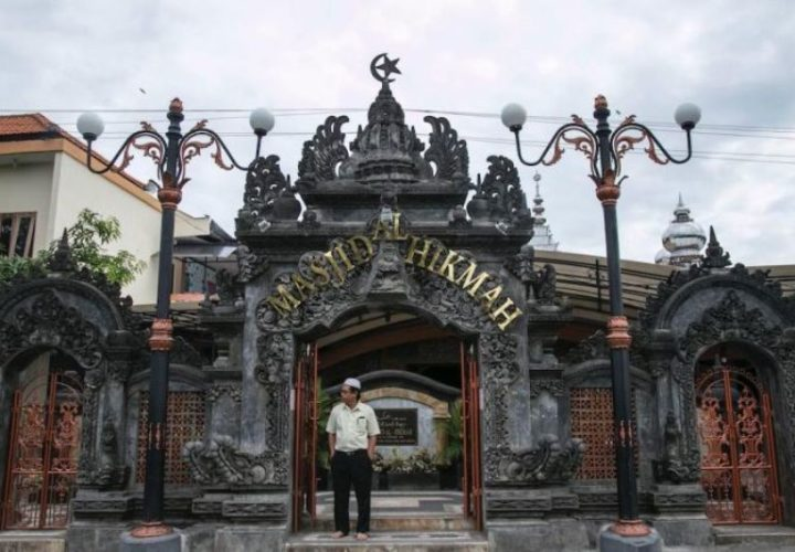 Al Hikmah Mosque the Integration of Islam, Java and Bali