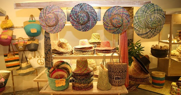 Seminyak Village Mall, Shopping with Balinese arts