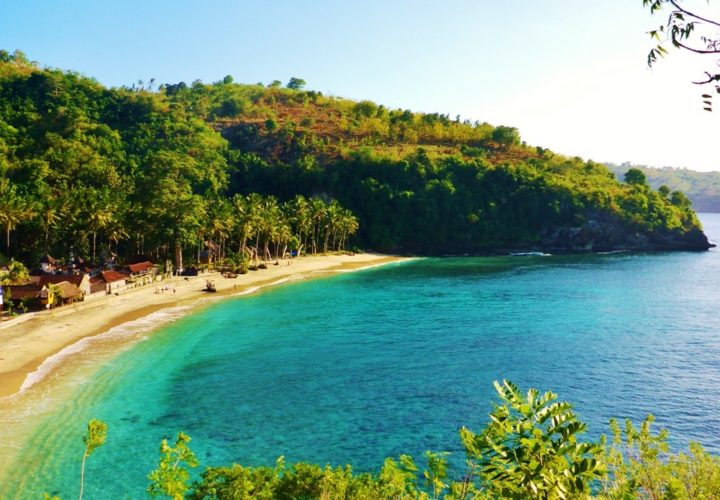 Beach with Super clear water, crystal bay nusa penida